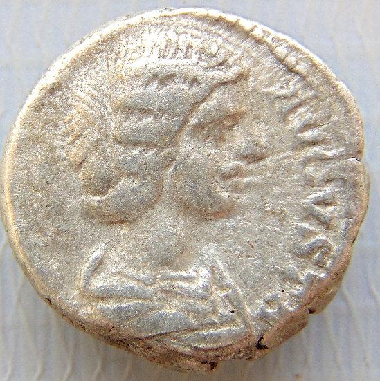 Moeda Romana Denário de Julia Domna, 2ª esposa de Septimius Severus, +217