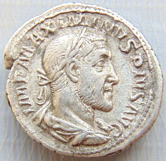 Moeda Romana Denário de Maximinus I Thrax, 235 - 238 dC soberbo