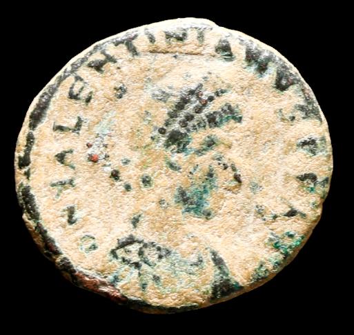 Moeda Romana Escassa de Valentinian II Æ Nummus. Nicomédia (379 dC).