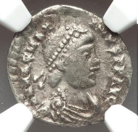 Magnus Maximus (AD 383-388). AR siliqua (18mm, 1.63 gm, 12h). NGC Choice VF 5/5