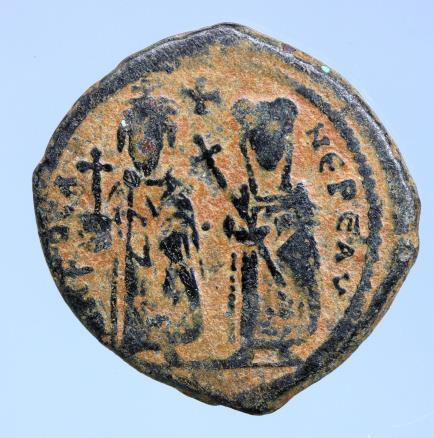 Moeda Bizantina Phocas. 602-610. Æ Follis (25mm, 11,31 g)