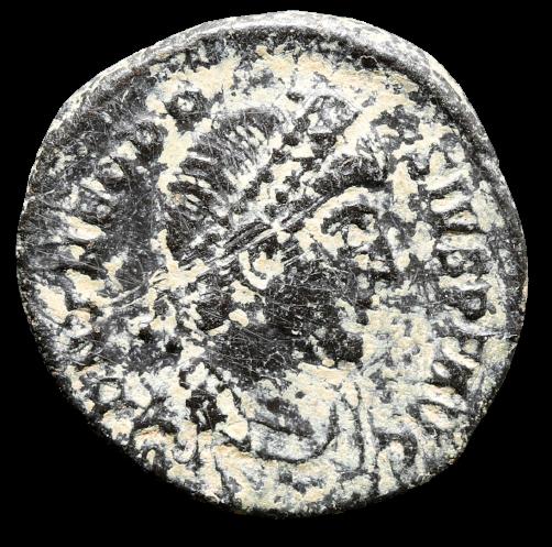 Moeda Romana de Theodosius Æ Nummus. Cunhada em Constantinopla (379-383 dC)