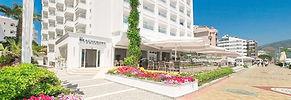 beachfront-hotel-entrance