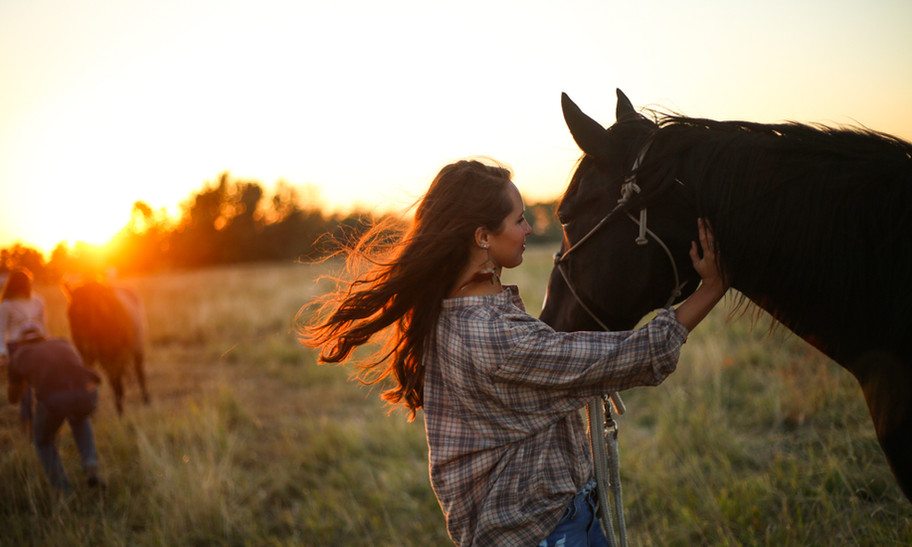 bond between girl and horse