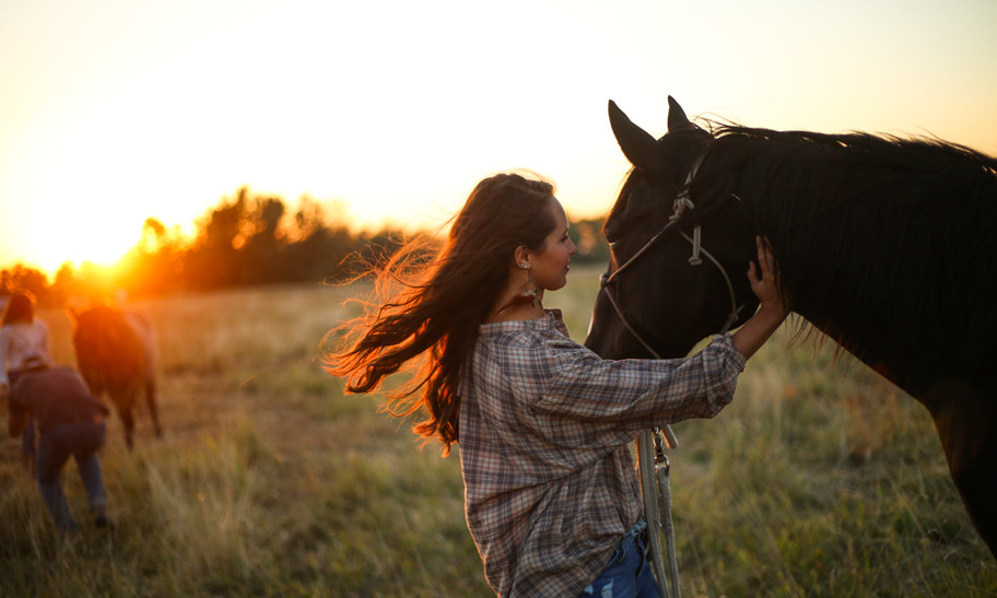 bond between girl and horse