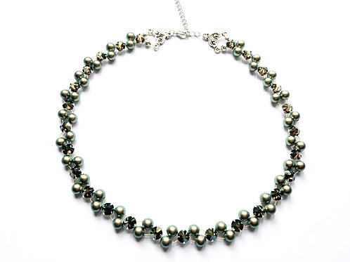 Collier *Roses Montees* in iridescent green