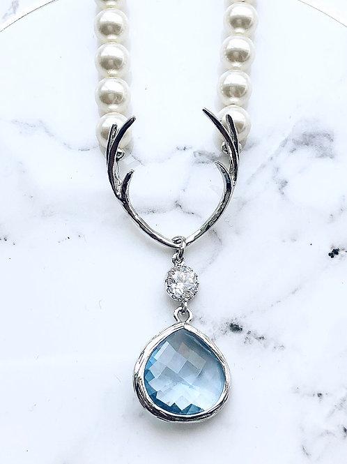 Perlenkette *Hirschfänger* lightsaphire blue