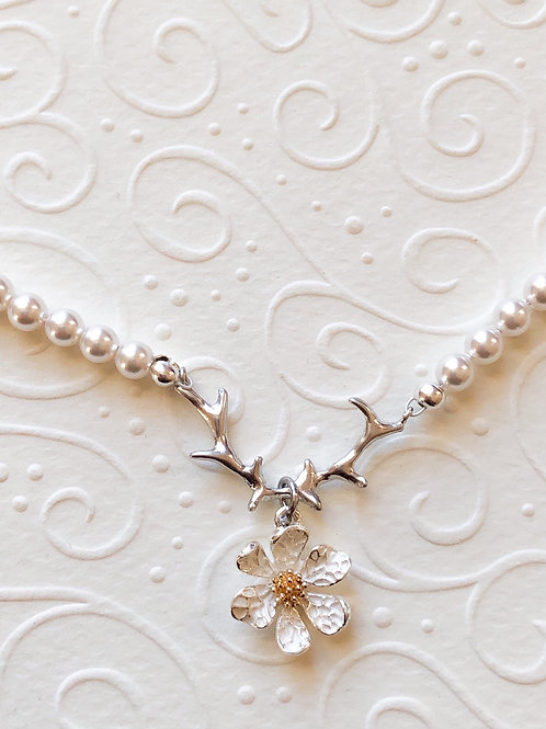 Perlenkette GEWEIHFÄNGER ANNEMONI weiß/silber
