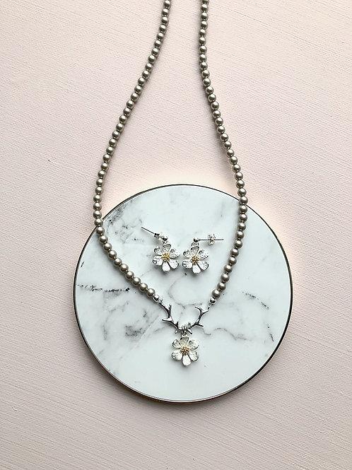 Set Perlenkette Geweih mit Anemoni und Ohrringen