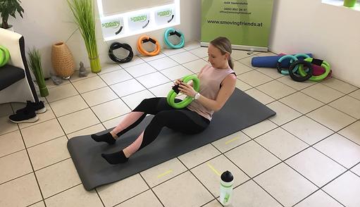 smovey Training mit Bauchübungen am Boden