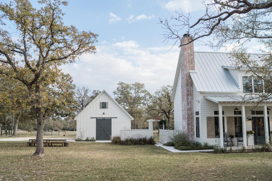Farmhouse-living-custom-acreage-homes-ko