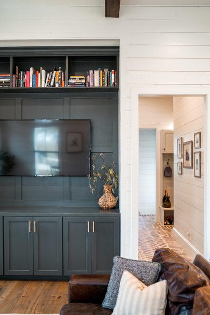 Living_Room_Open_Shelving_Black_Built_In