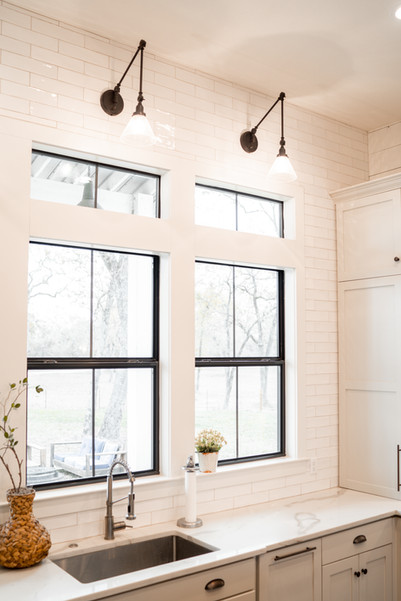 Steel-Windows-Farm-Sink-High-End--Home-B