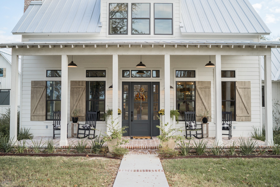 Farmhouse-plan-kolby-custom-homes.jpg