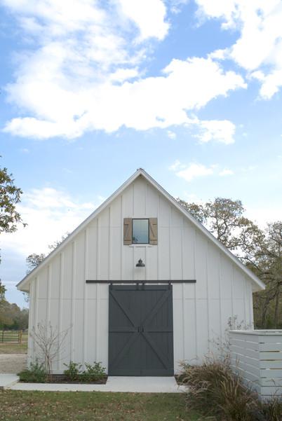 kolby homes farmhouse barn.jpg