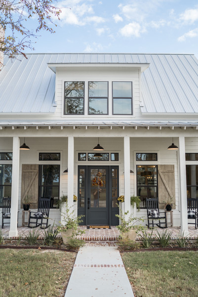 Farmhouse-porch-modern-farmhouse-kolby-h