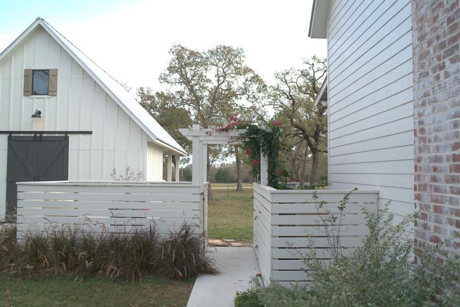 farmhouse-garden-exterior-barn-kolby-hom