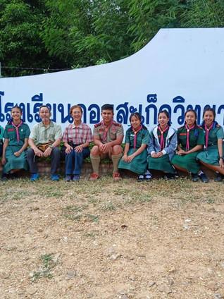 Khun Toshiko & Khun Kazuo visiting the children's High school