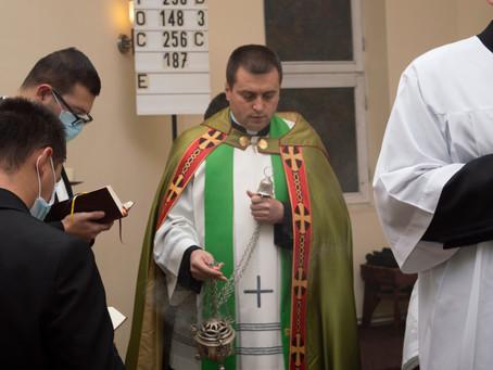 A reverenda alatt papi szívnek kell dobognia!