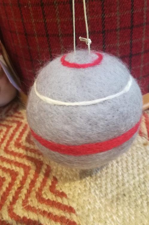 Bola de lana gris