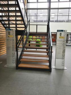 Immeuble_escalier_à_l'entrée_du_bâtim