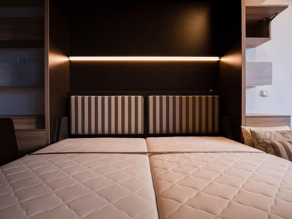 • Sklopné postele