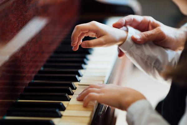 find-a-piano-teacher-768x513.jpeg