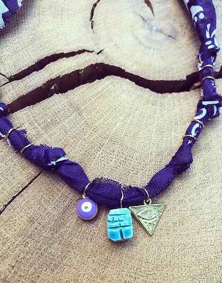 Collier scarabée medaille œil violet