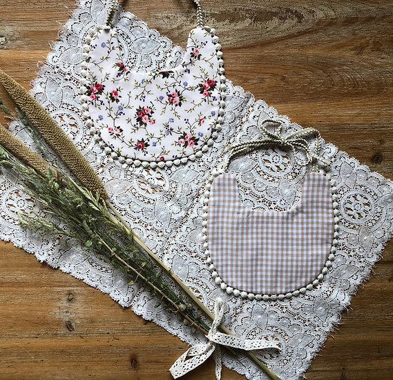 Bavoir Réversible Fleurs et Carreaux blanc/beige
