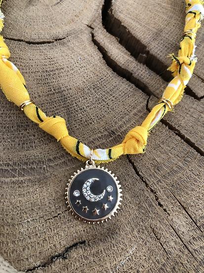 Collier jaune moutarde lune