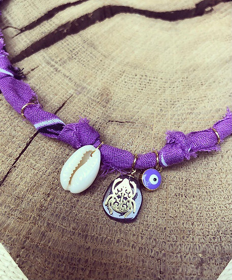 Collier lilas/violet scarabée coquillage