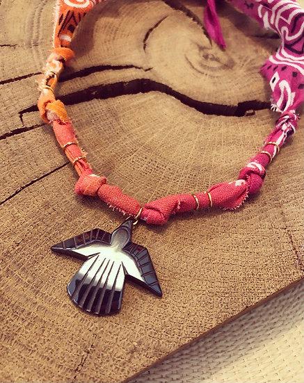 Collier cyclamen/orange condor