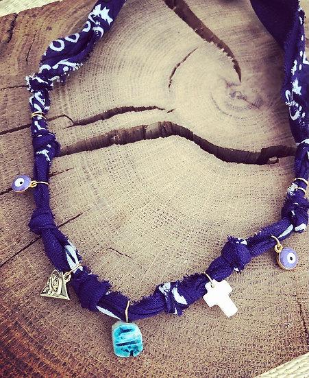 Collier scarabée violet