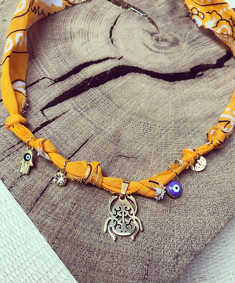 Collier mandarine médaille scarabée