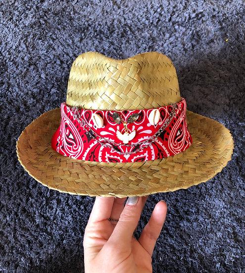 Chapeau rouge hirondelle