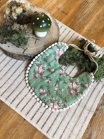 Bavoir Réversible Fleurs vertes et dentelle