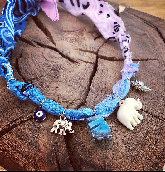 Collier scarabee elephant rosé/bleu
