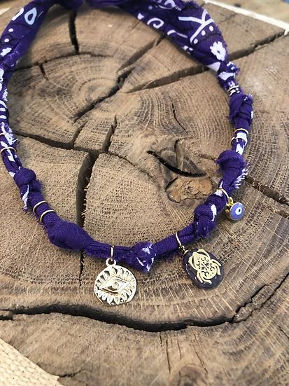 Collier violet scarabée