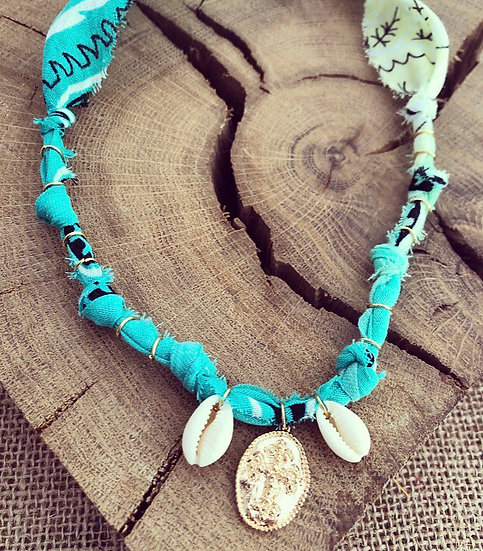 Collier menthe/anis coquillages croix