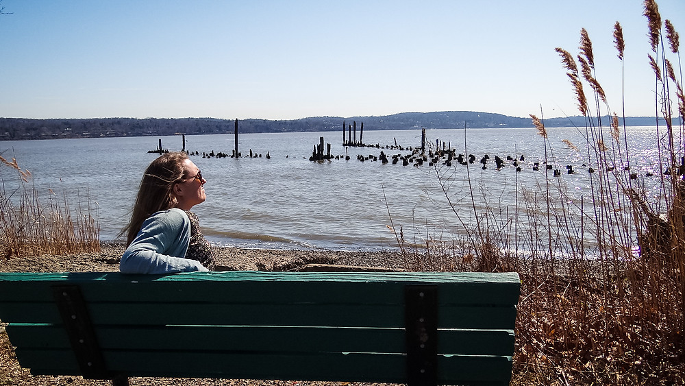 The many benches throughout the pier are just asking for you to bring a book to read. Bring a friend to chat. Or be a weekly spot to walk with family, friends or loved one to enjoy the beautiful days on the Hudson River.