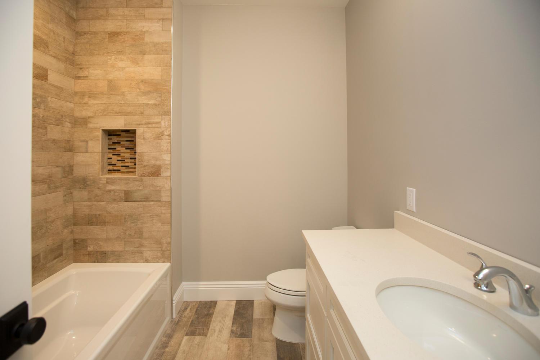 18 Oakwood Dr Woodcliff   Lake-large-033-7-2nd Fl Bathroom-1500x1000-72dpi