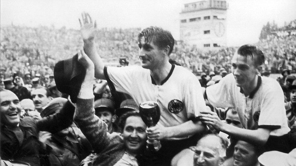 Fritz Walter und Horst Eckel werden in B