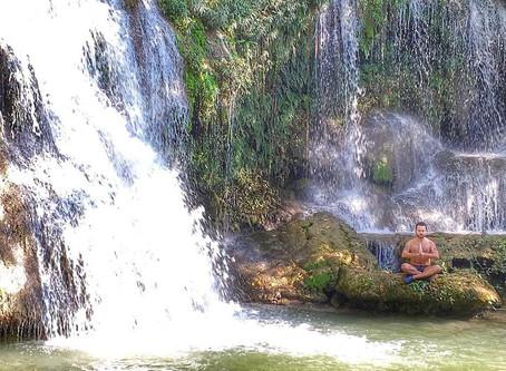 Quer acabar com o estresse? Tome banho de cachoeira!