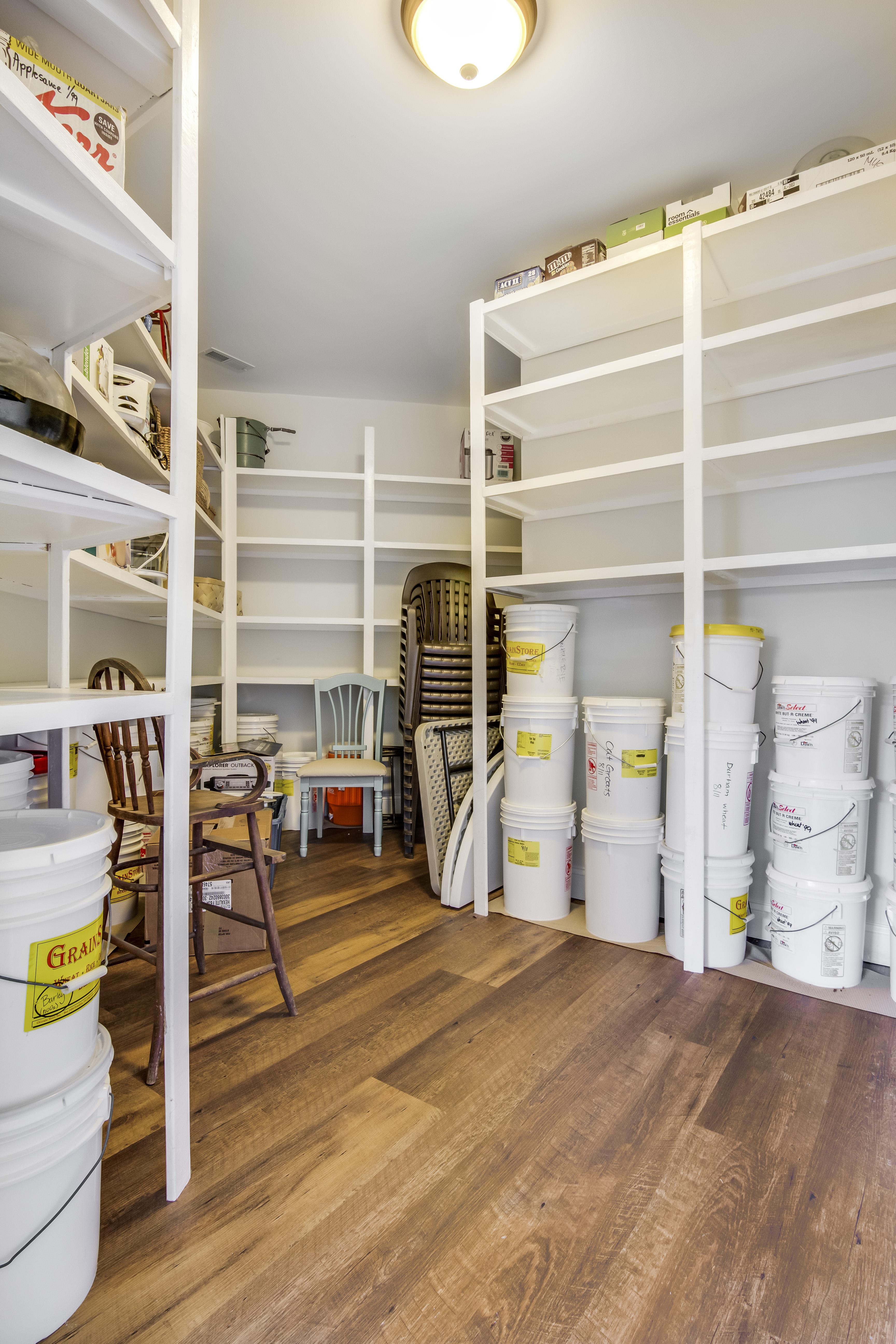 22-Pantry Closet