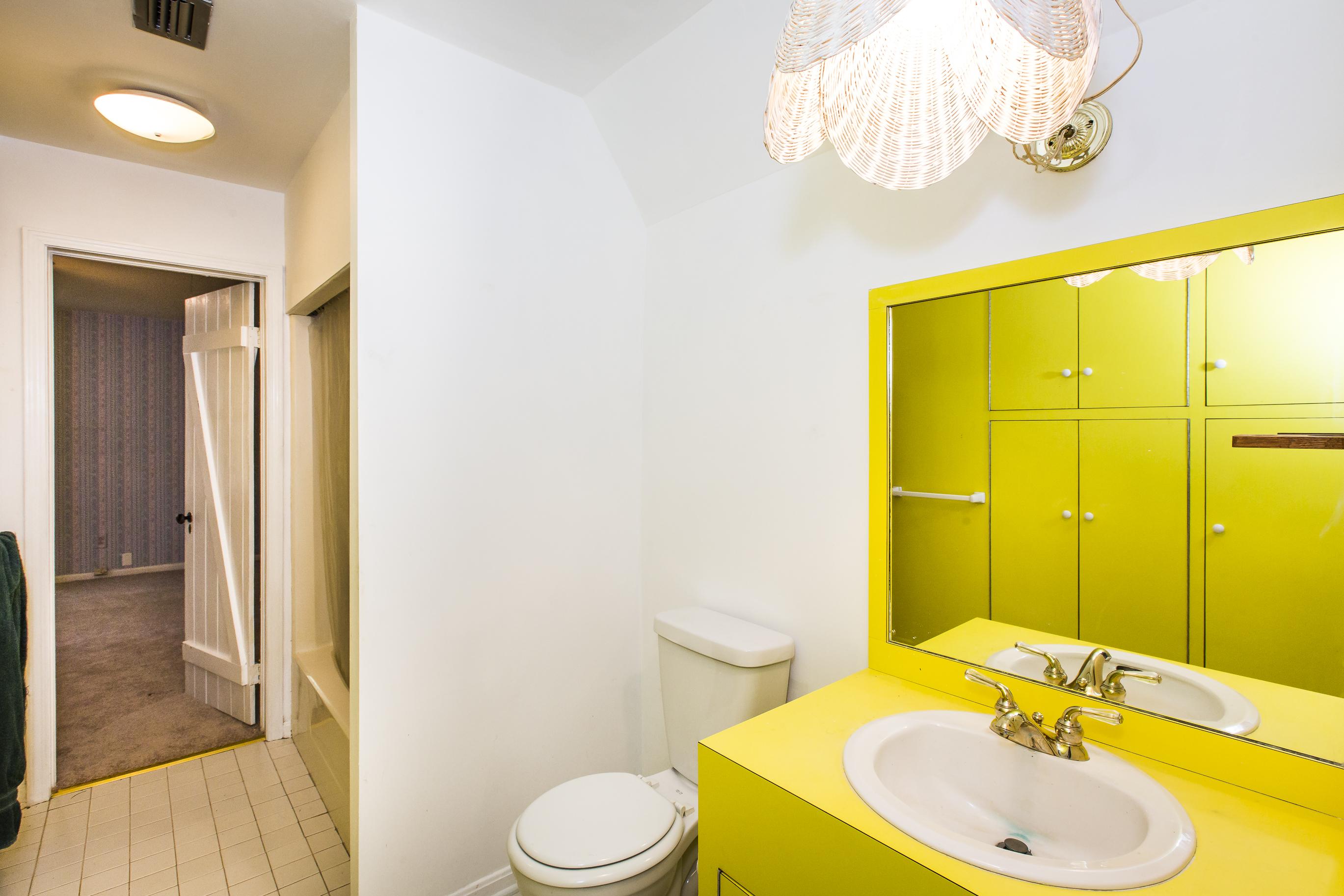 052_Jack & Jill Bathroom