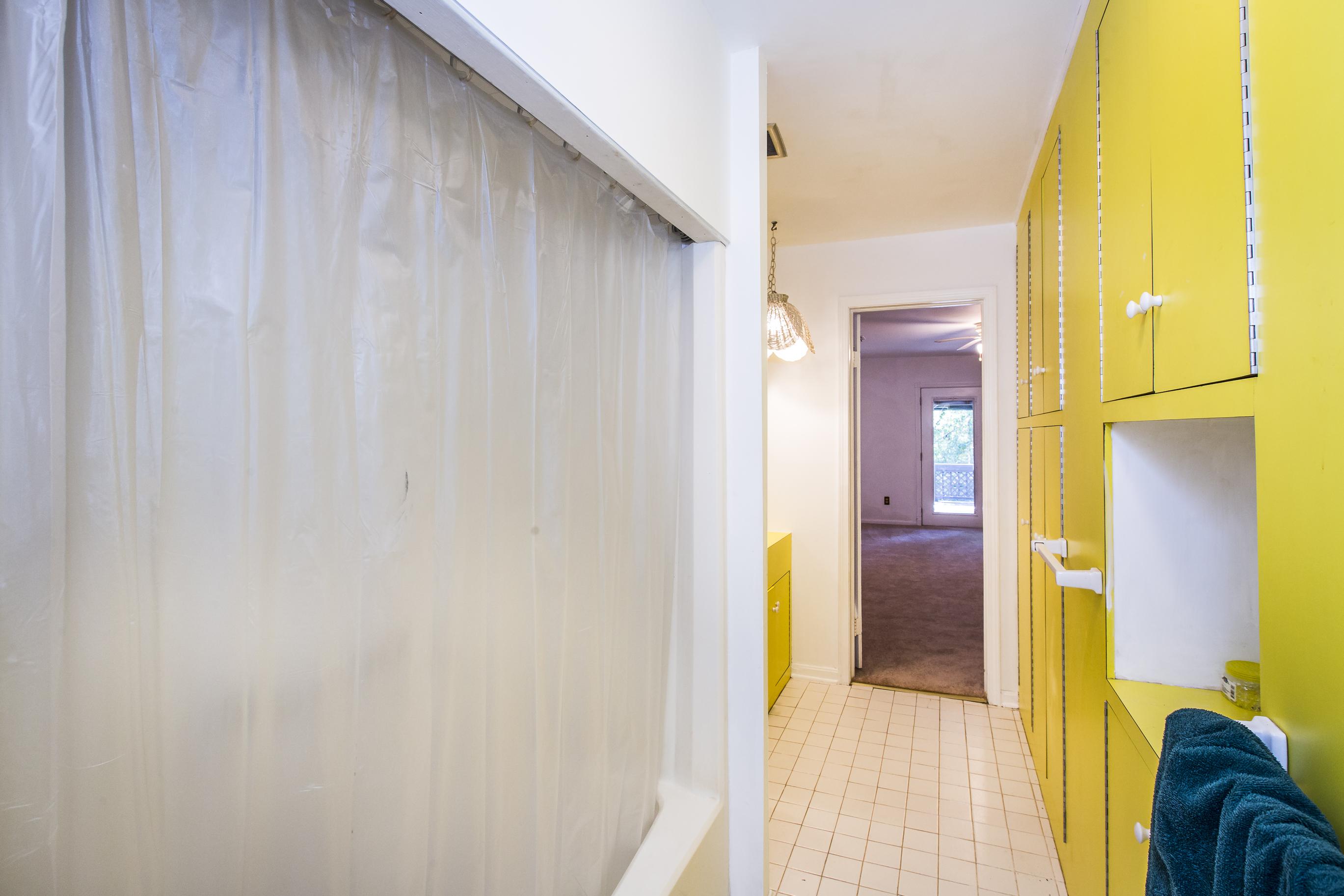 051_Jack & Jill Bathroom