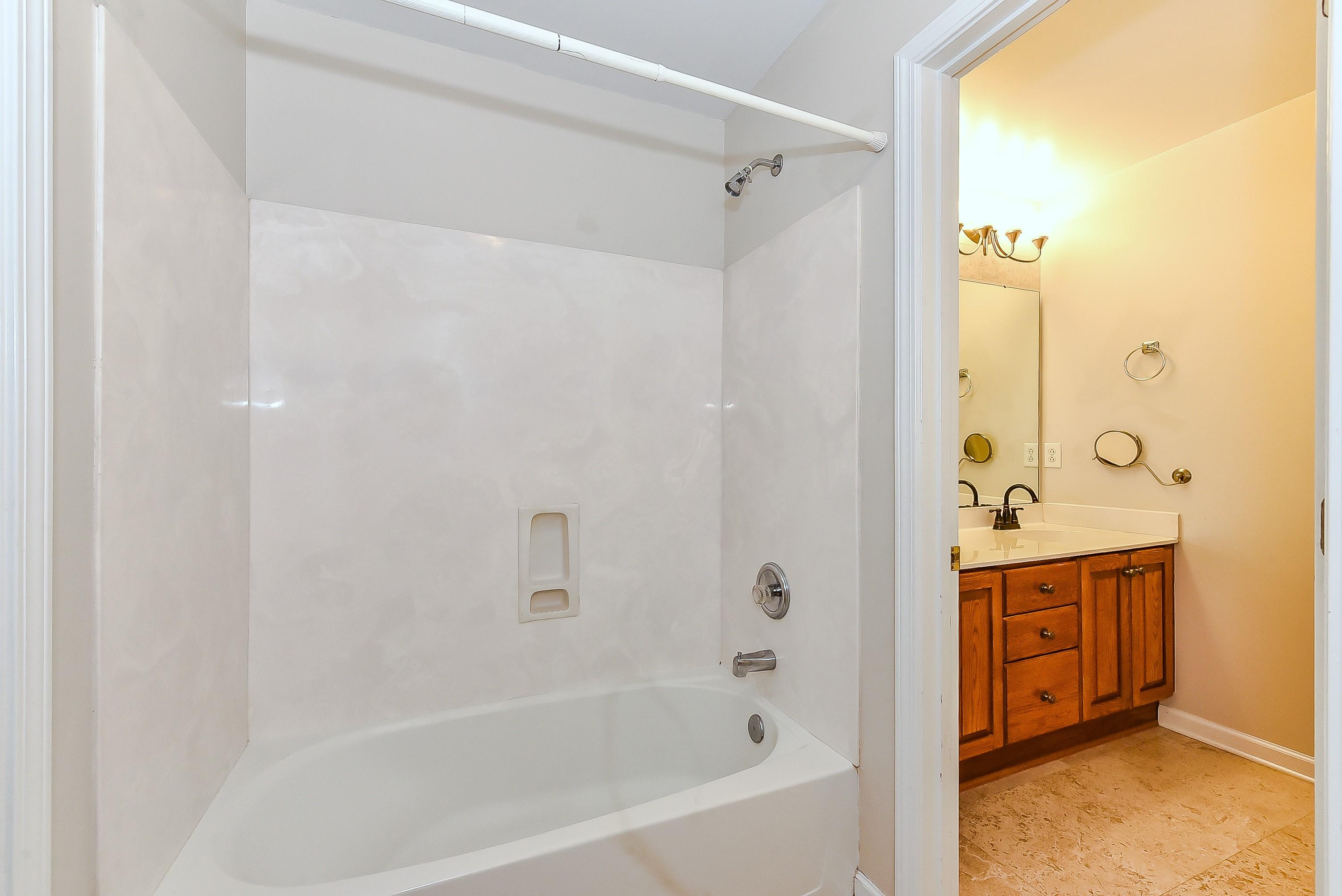 027_Full Bath