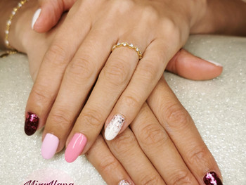Nail art en dégradé de rose