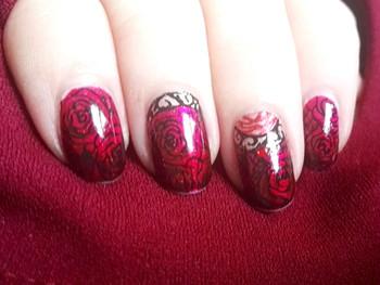 Nail art fond de roses