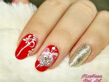 Nail Art boule de Noël et arabesques